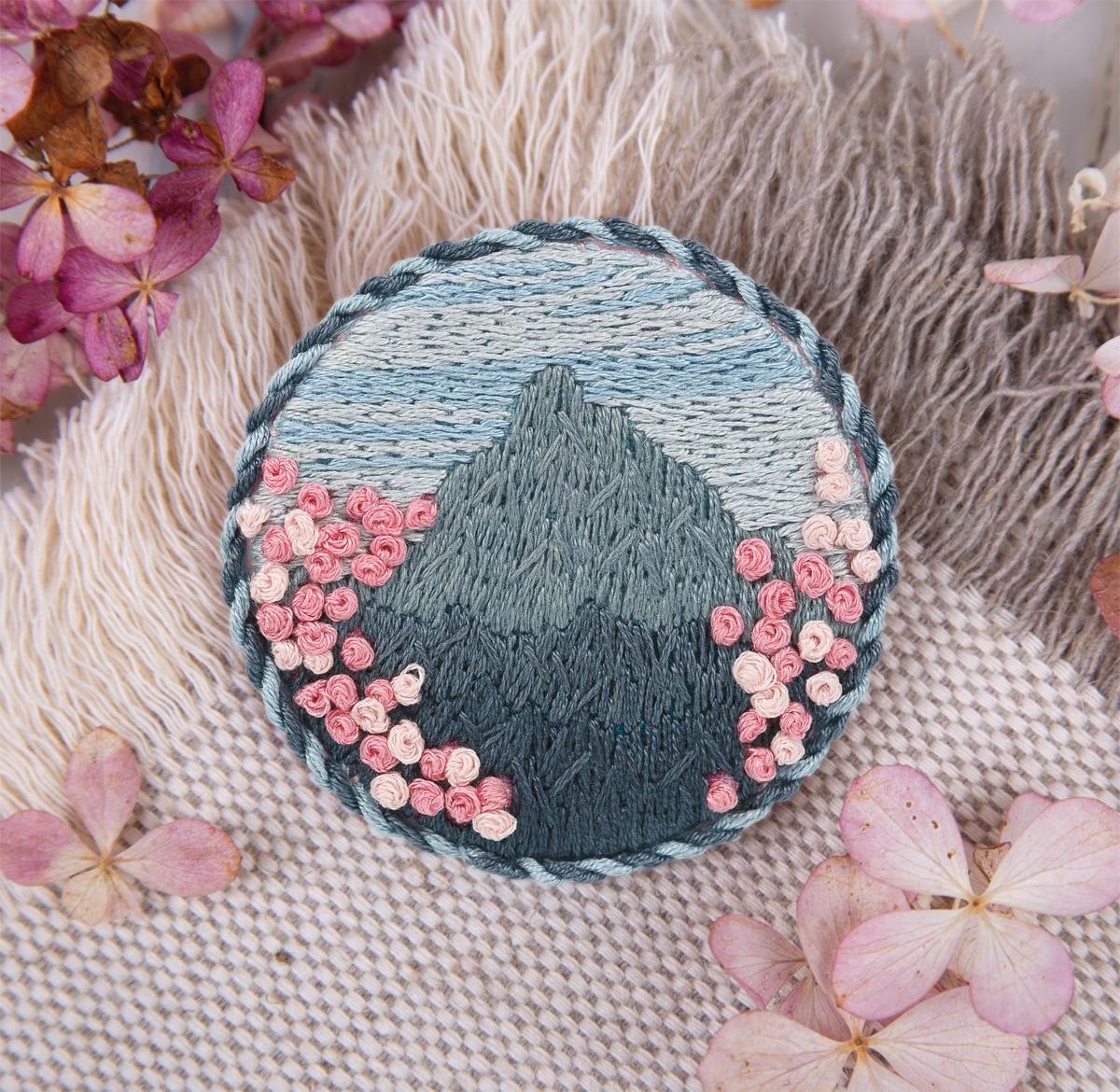 Embroidery kits PANNA Living Picture JK-2142 Brooch. Mountain sakura